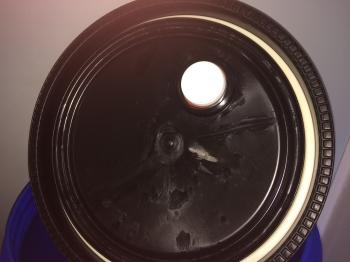 Пластиковая евробочка  65 литров (из под витамина)